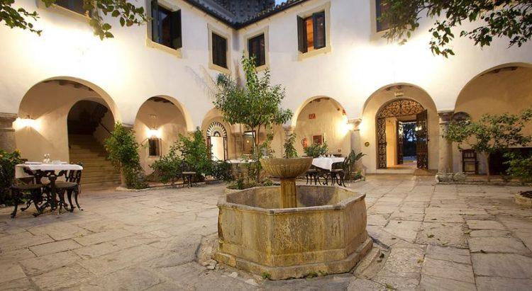 Patio interior del Hotel Monasterio, en la Almoraima blessing ceremony English Spanish French