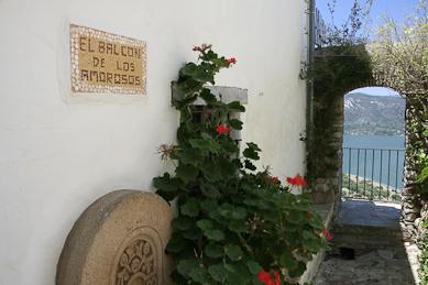 Mirador en el castillo de Castellar de la Frontera. blessing ceremony English Spanish French