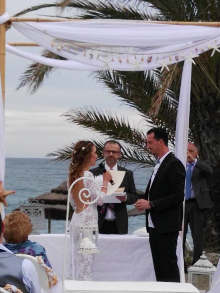 Ceremonia civil boda en la playa Marbella