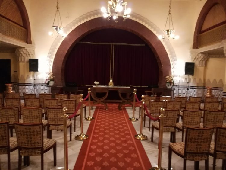 Masters-of-ceremonies-and-officiating-officiating-of-civil-wedding-in-Granada